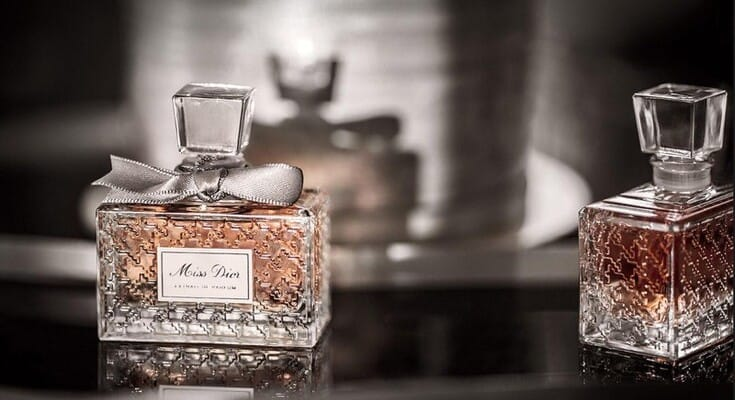 Духи от Dior. Вы любите пьянящие ароматы элитных духов? Ну а как- же без них. Он завершает ваш образ, поднимает настроение и помогает выразить индивидуальность.